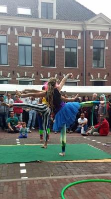 hulahoopers tijdens show